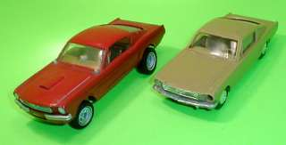 AMT 1965 Ford Mustang Fastback 2+2 Annual Original 65 + Plastic Toy