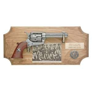 TEXAS RANGERS FRAMED SET NON FIRING REPLICA GUN
