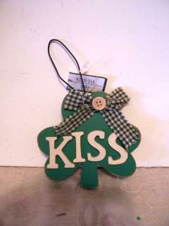 WOOD SHAMROCK LOVE ST.PATRICKS DAY HANGING SIGN ORNAME