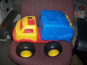 FISHER PRICE TOY GARBAGE DUMP TRUCK LIKE THE REAL THING